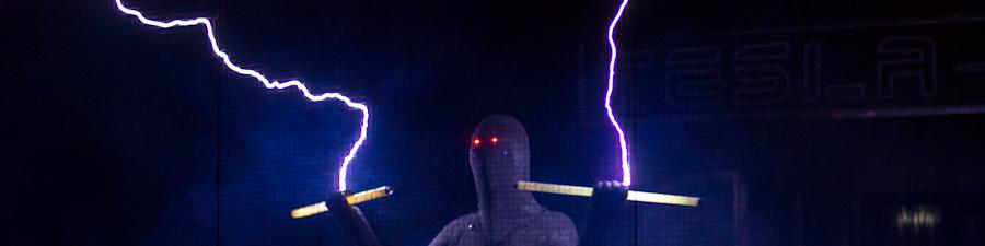 Тесла-шоу в Москве: катушки жгут
